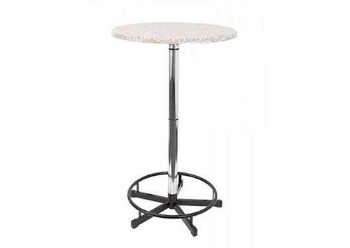 Tische & Mobiliar